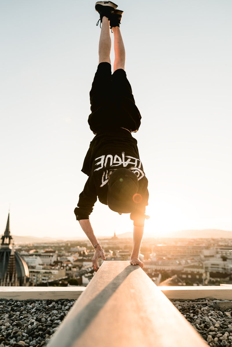 compagnon_mattsort_low_light_league_sunrise_handstand_camerabags_kameratasche